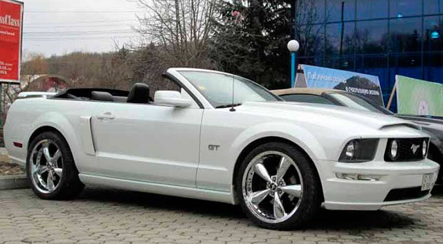 Rent Cabrio Car Chisinau - Ford Mustang White3